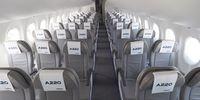 Airbus A220-100 (thumbnail 2)