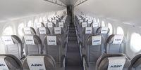 Airbus A220-300 (thumbnail 2)