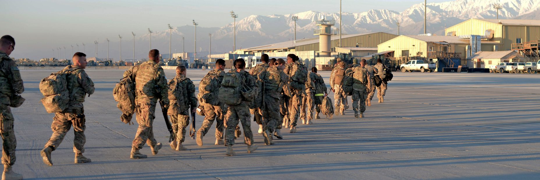 Troops leaving aircraft